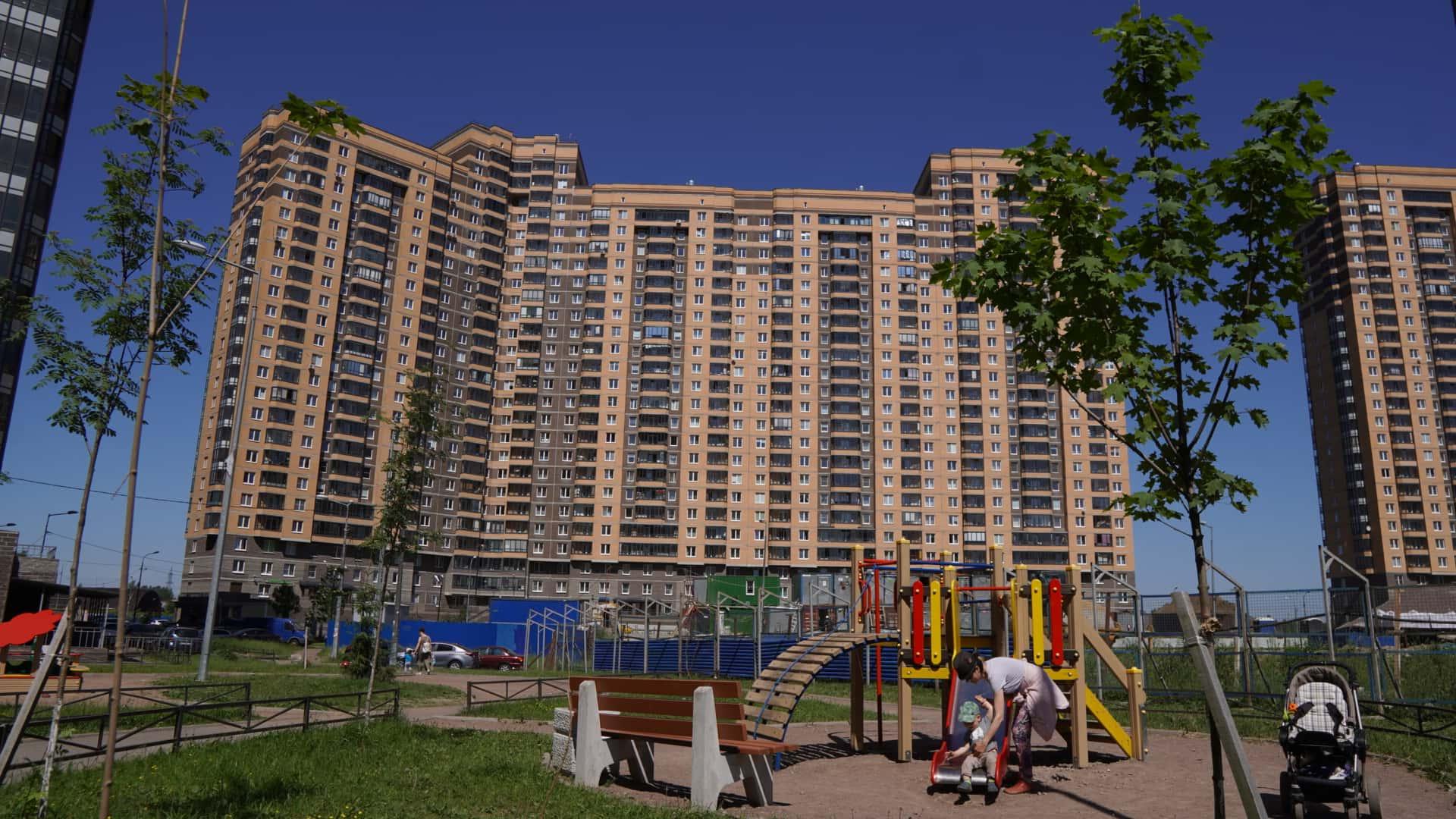 Многоквартирные многоэтажные жилые дома, а также архитектурные формы из бетона